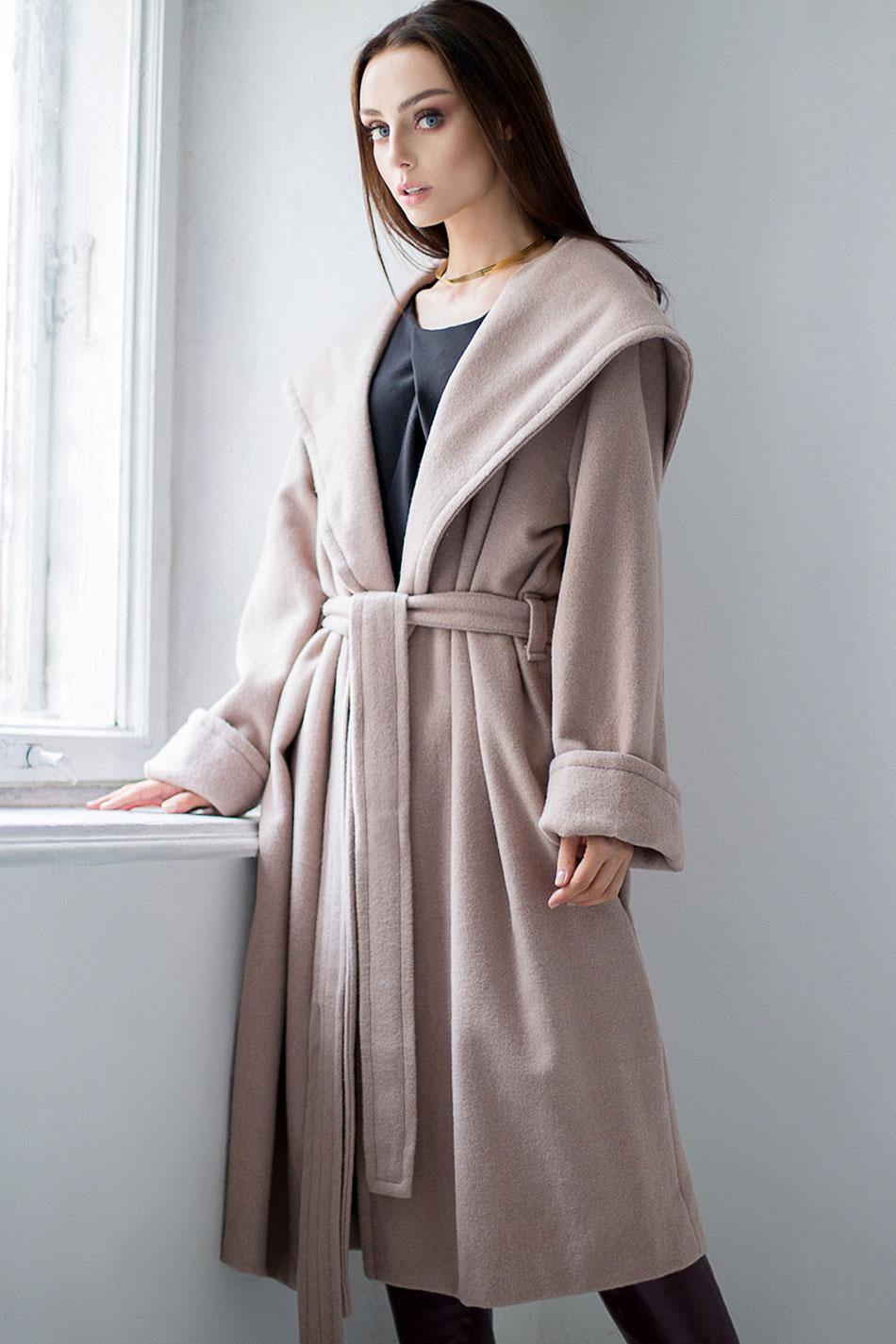 płaszcze midi z kapturem